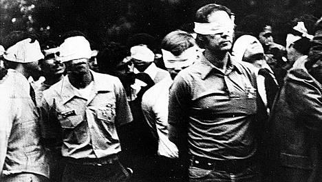 Iranin panttivankikriisissä teheranilaiset muslimiopiskelijat valtasivat Yhdysvaltain Teheranin-lähetystön 4. marraskuuta 1979 ja vaativat shaahin luovuttamista Iraniin. 52 amerikkalaisdiplomaatin panttivankidraama kesti 444 päivää. Pelastusoperaatioiden epäonnistuminen söi presidentti Jimmy Carterin suosion.