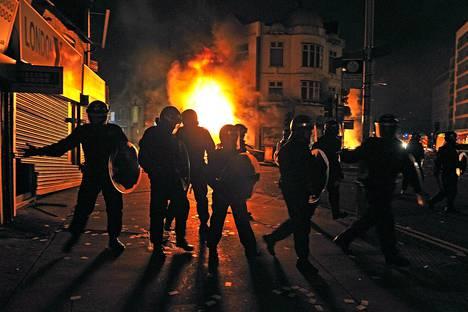 Ampumatapauksen jälkeen Lontooseen ja muihin Britannian kaupunkeihin levisi mellakoita 2011.