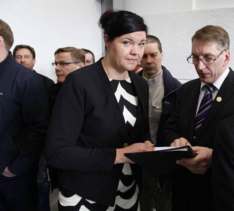 """""""Sukupuoleni ei ole vaikuttanut millään tavalla siihen, että olen tässä asemassa"""", Inwidon tehtaanjohtaja Anu Ukkonen sanoo."""