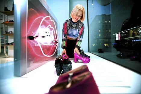 Minna Parikan uudessa mallistossa on glitteriä ja neonvärejä.