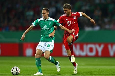 Niklas Moisander ja Thomas Müller ottivat yhteen Saksan cupin välierässä.