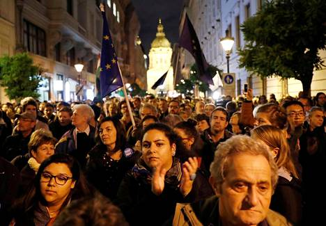 Tens of thousands of people opposed Prime Minister Viktor Orbán's decision to force the CEU University from Hungary from Budapest to Vienna.