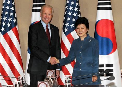 Yhdysvaltain varapresidentti Joe Bidenin ja Etelä-Korean presidentin Park Geun-hyen tapasivat perjantaina Soulissa.