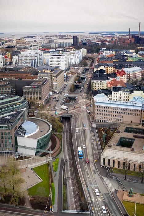 Helsingin keskustan Pyöräilyväylä Baana kuvattuna ilmasta joulukuussa.