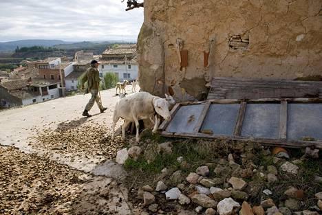 Espanjaan on muodostunut satoja asukkaista tyhjentyneitä aavekyliä, joita kaupataan kokonaisina myös ulkomaalaisille.