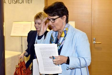 Liikenne- ja viestintäministeri Anne Berner oli eduskunnan suuren valiokunnan kuultavana perjantaina.