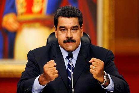 Nicolás Maduro puhui lehdistötilaisuudessa presidentinpalatsissa Caracasissa tiistaina.