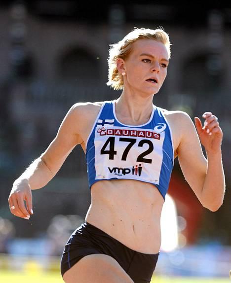 Pikajuoksija Hanna-Maari Latvala jäi täpärästi toiseksi 200 metrillä yleisurheilun EM-joukkuekilpailun ykkösliigassa Tallinnassa.