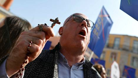 Eutanasian vastustajat osoittivat viime vuoden helmikuussa mieltä Lissabonissa.