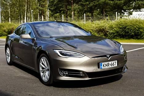 Teslan Model S on Suomen suosituimpiin kuuluva sähköautomalli.