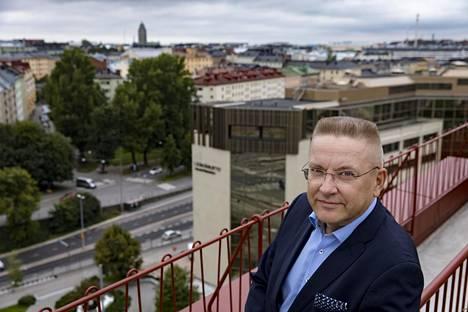 """""""Suomen oikeusistuimissa uhrin asema ja syytetyn puolustus ovat nykyään melko hyvässä tasapainossa"""", Markku Fredman arvioi."""