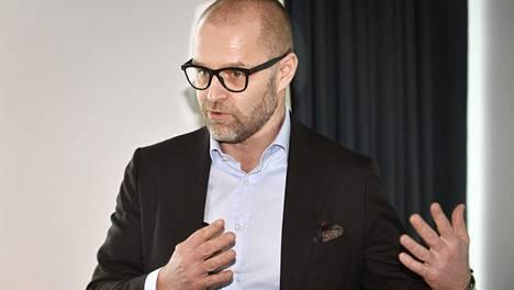 Varman sijoitusjohtajan Reima Rytsölän mielestä olisi valtion edun mukaista maksaa hallitusjäsenille kilpailukykyisiä palkkioita.