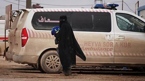 Isisin naisjäsenet ja heidän lapsensa pakenivat al-Holin leirille, kun jihadistijärjestö menetti viimeiset hallinta-alueensa Syyriassa. Leirillä asui viime vuoden lopussa arviolta 70000 ihmistä.