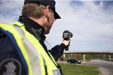 Poliisi keskittyy torstaiaamuun saakka jatkuvassa valvontaoperaatiossaan erityisesti ylinopeuksien kitkemiseen.