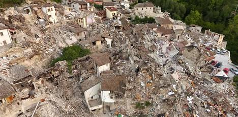 Pescara del Tronton pikkukaupunki tuhoutui lähes täysin keskiviikkoaamun maanjäristyksessä.