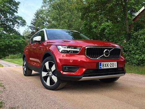 Volvon XC40-katumaasturi tuli bensiini- ja dieselkäyttöisenä markkinoille viime vuonna. Autoa saa myös lataushybridinä ja tänä vuonna esitellään täyssähköinen versio.