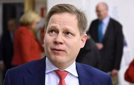 Kansanedustaja Markus Lohi kertoi Pohjois-Suomen suunnittelemasta sote-yhteistyöstä.