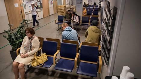 Helsinkiläinen Ulla Matikainen odotti lääkärin vastaanottoa Haartmanin päivystyspoliklinikalla.