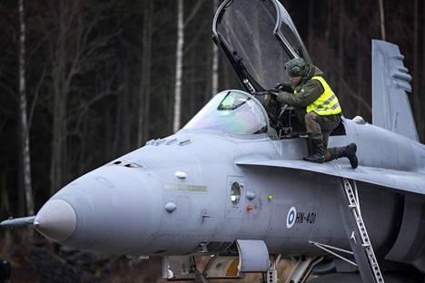 Ilmavoimat haluaa, että uusia hävittäjiä ostetaan yhtä monta kuin Horneteja.