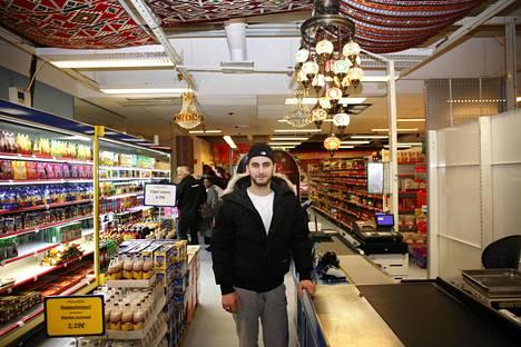 Emin Gurmuc Alanya-kaupassa Puhoksen ostoskeskuksessa.
