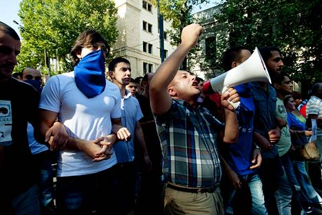 Georgian opposition kannattajat sulkivat Tbilisin pääkadun protestiksi keskiviikkona.