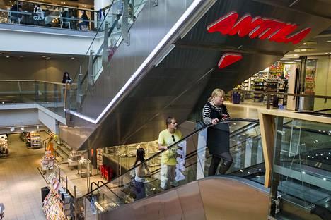 Ostajaehdokkaat ovat kiinnostuneet erilaisista osista Anttilaa. Osa ehdokkaista voi olla kiinnostuneita verkkokaupasta, osa tavarataloista.