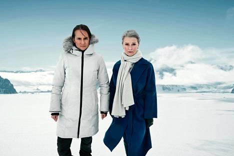 Ruotsin ulkoministeri Elsa Engström (Lena Endre, oik.) joutuu Grönlannissa heti pahaan pinteeseen. Salaliittoon vihjaavaa sotkua yrittää selvittää Ruotsin turvallisuuspoliisin agentti Liv Hermannson (Bianca Kronlöf), hyvinkin henkilökohtaisista syistä.