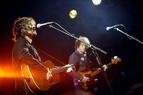 Wilco esiintyi Helsingin juhlaviikoilla Huvilateltassa elokuussa 2009.