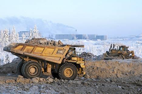 Kiviauto Talvivaaran kaivoksella Sotkamossa tammikuussa.