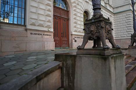 Euroopassa keskuspankkien rahapoliittisen elvytyksen ovat pääosin toteuttaneet kansalliset keskuspankit, joista yksi on Suomen Pankki.