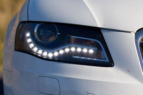 Audi A4:n ledivalot.