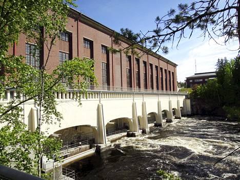 Fortumin omistama Imatran voimalaitos kesällä 2018. Vesivoimalaitos vihittiin käyttöön vuonna 1929.