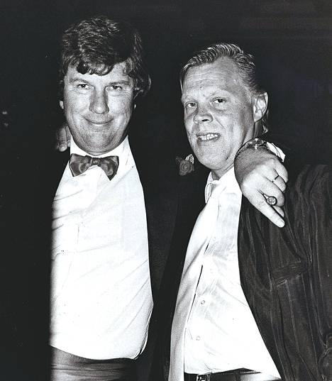 Jyrki Hämäläinen kaverinsa Vesa-Matti Loirin kanssa vuonna 1986.