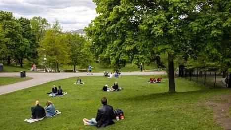 Sinebrychoffin puistossa on todettu korona-altistumisia. Perjantaina päivällä turvavälit olivat kunnossa.