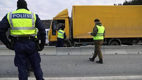 Uudenmaan ja Varsinais-Suomen rajan ylittämistä rajoitettiin maaliskuun lopussa valmiuslain nojalla.