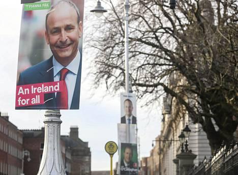 Micheál Martinin johtama keskustaoikeistolainen Fianna Fáil -puolue johtaa mielipidemittauksia Irlannin vaalien alla.