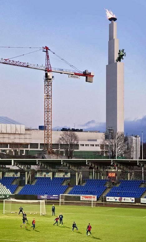 Aarne Hytösen ja Risto-Veikko Luukkosen ehdotus Fata Morgana jäi kakkoseksi olympiastadionin arkkitehtuurikilpailussa vuonna 1933. Tältä se näyttäisi Töölön jalkapallostadionilta katsottuna.