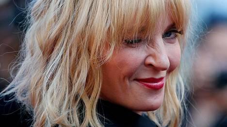 Uma Thurman vinkkasi silmää kuvaajalle Cannesin elokuvajuhlilla viime toukokuussa.