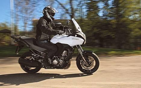 Nopea ja vakaa Kawasaki Versys 1000 on monikäyttöpyörä.