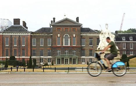 Kensingtonin palatsi Lontoossa on prinssi Williamin perheen virallinen osoite. Kuva vuodelta 2013.