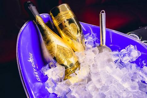 Jay-Z:n Armand de Brignac -brändin samppanjapullojen jakelu saa leveämmät hartijat luksusyhtiö LVMH:sta.
