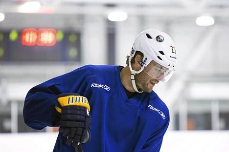 Ville Leino harjoitteli kesän Suomessa.