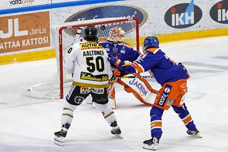 Juhamatti Aaltonen teki 3–1-johtomaalin Christian Heljangon taakse.