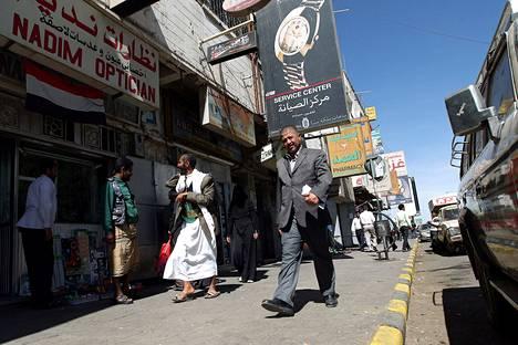 Kuva kadulta, jolta suomalaispariskunta ja itävaltalaismies siepattiin perjantaina Jemenin pääkaupungissa Sanaassa.