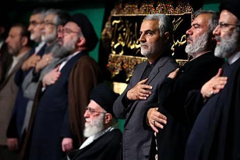Iranin vallankumouskaartin erikoisjoukkojen eli al-Quds-joukkojen komentaja Qassim Suleimani (kolmas oik.).