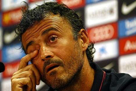 Barcelonan valmentajalla Luis Enriquella tulee hiljaisempi vaihe siirtomarkkinoilla, jos Fifan päätös pysyy voimassa.