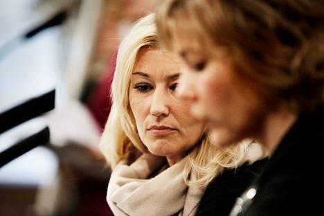 Peruspalveluministeri Maria Guzenina-Richardson (sd) ja kuntaministeri Henna Virkkunen (sd) ja esittelivät hallituksen kahta keskeistä hanketta, kunta- ja sote-uudistusta, Säätytalolla torstaina.