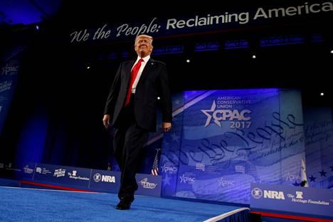 Yhdysvaltojen presidentti Donald Trump nousi lavalle CPAC-kokouksessa Oxon Hillissä 24. helmikuuta.