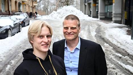 Keihäänheittäjä Topias Laine (vas.) on yksi tuoreen yleisurheilutiimin urheilijoista. Valmentajaisä Yki Laine oli parhaillaan keihäänheiton SM-pronssimitalisti vuonna 1986 ja maaotteluedustaja.