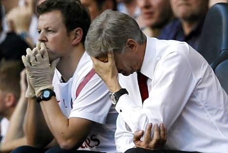 Arsene Wenger reagoi raskaasti joukkueensa peliin sunnuntaina Tottenhamia vastaan.